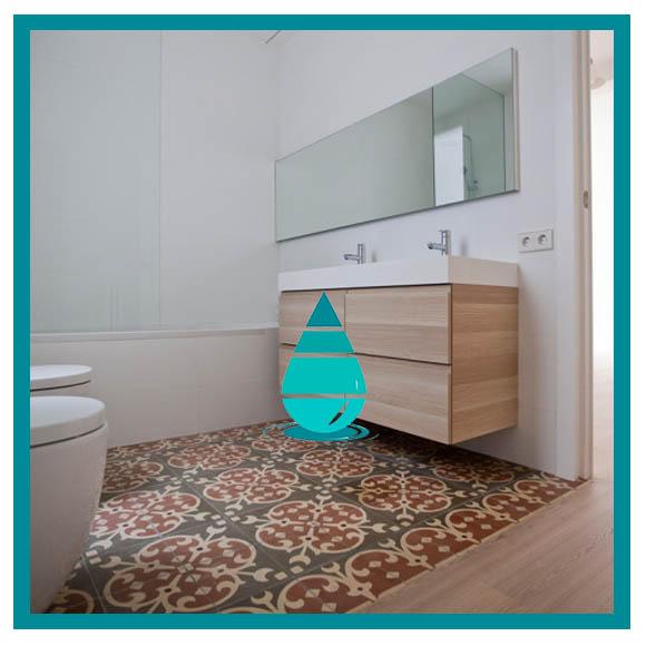Limpieza de cerámico en el baño